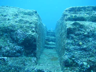 5 Mysterious Unexplained Underwater Discoveries Yonaguni0202_024