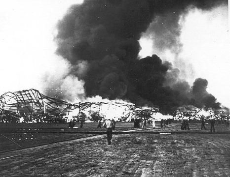 big_hindenburg_burning_on_ground.jpg