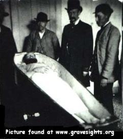 jessejames-casket2.jpg