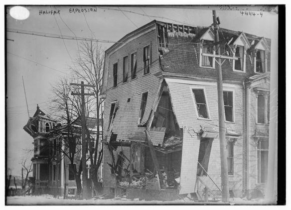 Explosión de Halifax 800px-halifax_explosion_aftermath_loc_1
