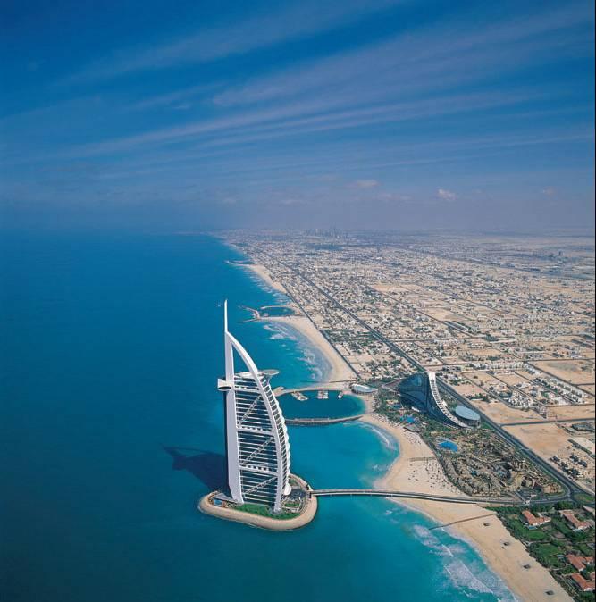 el burj al arab en arabeud la torre de los rabesud es un hotel de lujo situado en dubai emiratos arabes unidos fue diseado por el arquitecto britnico