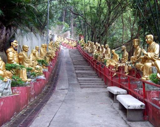 El monasterio de los 10.000 Budas de oro Wsb_511x407_tenthousandbuddhastairs